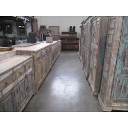 Groot assortiment brocante dressoirs